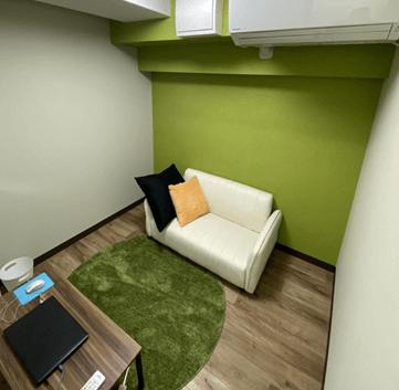 緑の壁紙のチャットルーム